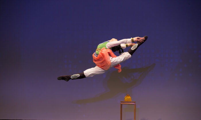 Elsie Shi, a dancer with Shen Yun Performing Arts, won the Gold Award at the 2016 NTD International Classical Chinese Dance Competition. (Larry Dye)