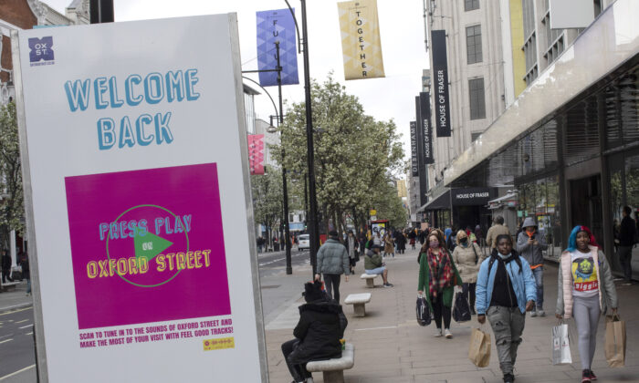 Shoppers walk along Oxford Street as retail reopens after CCP virus restrictions ease in London on April 12, 2021.  (Dan Kitwood/Getty Images)