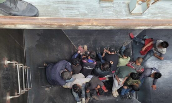 25 Illegal Immigrants Discovered Packed in Railcars Near US-Mexico Border