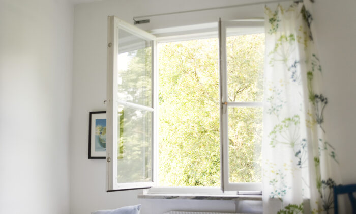 Know when to close your windows—and when to keep them open. (PhotoAlto)