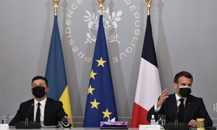 French President Emmanuel Macron (R) and Ukrainian President Volodymyr Zelenskyy hold a press conference following their meeting at the Elysee Palace in Paris, France, on April 16, 2021. (Anne-Christine Poujoulat/Pool via AP)