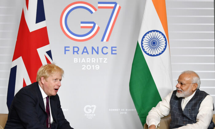 British Prime Minister Boris Johnson (L) speaks to Indian Prime Minister Narendra Modi during a meeting at the G7 Summit in Biarritz, France, on Aug. 25, 2019. (Jeff J Mitchell - Pool/Getty Images)