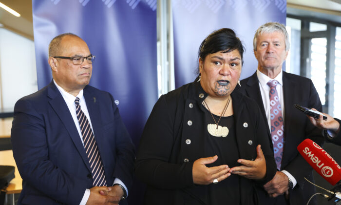 Minister of Foreign Affairs Nanaia Mahuta, speaks to media while Associate Minister of Foreign Affairs, Aupito Sio (L), and Minister for Trade and Export Growth, Damien O'Connor, in Wellington, New Zealand on December 01, 2020 (Hagen Hopkins/Getty Images)