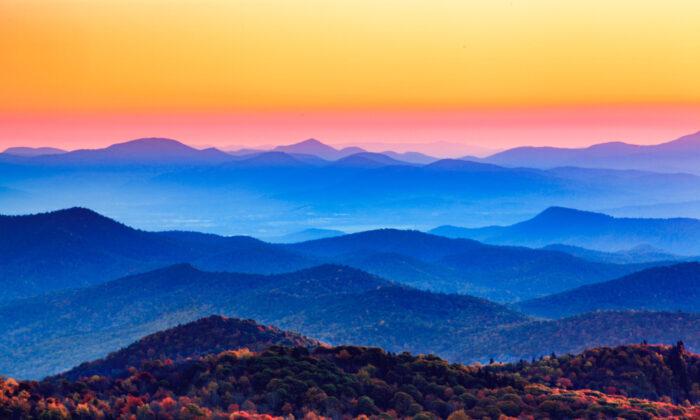 Sunset over the Appalachians in North Carolina. (Cvandyke/Shutterstock)