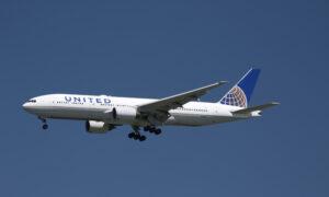 United Airlines CEO 'Prepared' for Passenger Vaccine Mandate If Biden Mandates It