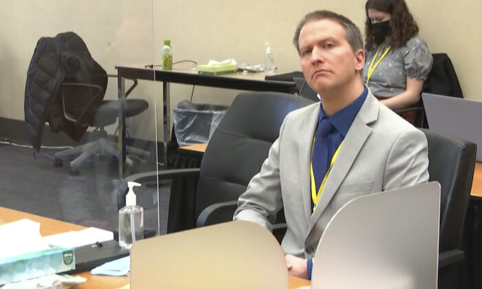 Former police officer Derek Chauvin listens as his defense attorney Eric Nelson gives closing arguments at the Hennepin County Courthouse, Minn., on April 19, 2021.  (Court TV via AP, Pool)
