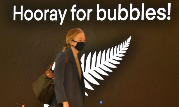 A traveller departs for New Zealand at Sydney International Airport on April 19, 2021, as Australia and New Zealand opened a trans-Tasman quarantine-free travel bubble.  (Photo by SAEED KHAN/AFP via Getty Images)