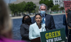 Democrats Reintroduce Green New Deal; GOP Denounces Plan as 'Socialist Super-Package'