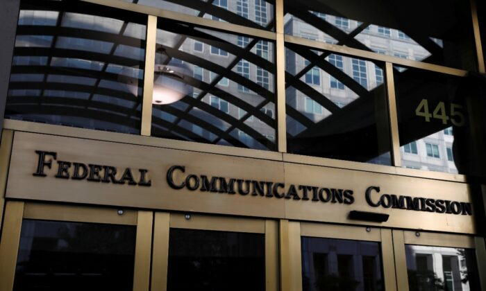 Signage is seen at the headquarters of the Federal Communications Commission in Washington, Aug, 29, 2020. (Reuters/Andrew Kelly/File Photo)