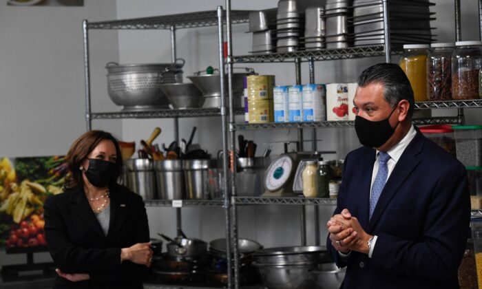 Sen. Alex Padilla (D-Calif.) (R) and U.S. Vice President Kamala Harris (L) visit Red Door Catering, a CDFI business in Oakland, Calif., on April 5, 2021. (Patrick T. Fallon/AFP via Getty Images)