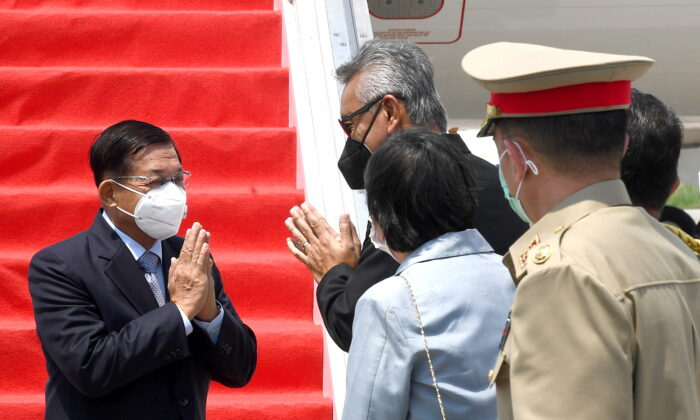 Myanmar's junta chief Senior General Min Aung Hlaing (L) gestures as he is welcomed upon his arrival ahead of the ASEAN leaders' summit, at the Soekarno Hatta International airport in Tangerang, on the outskirts of Jakarta, Indonesia, April 24, 2021. (Courtesy of Rusman/Indonesian Presidential Palace/Handout via Reuters)
