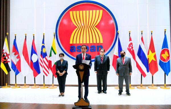 ASEAN Leaders Tell Burma Coup General to End Killings