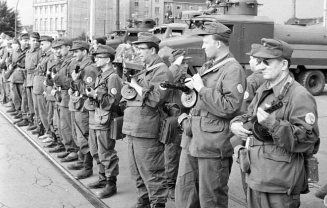 East German Combat Groups of the Working Class, a paramilitary organization, close the border on Aug. 13, 1961 in preparation for the Berlin Wall construction. (Public domain)