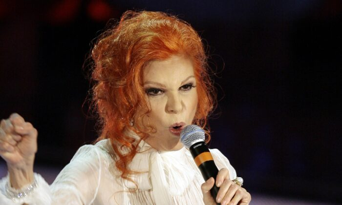 "Italian singer Maria Ilva Biolcati, knowns as Milva, performs ""The show must go on"" during the Sanremo Italian song contest, in San Remo, Italy, on Feb. 27, 2007. (Luca Bruno/AP Photo)"