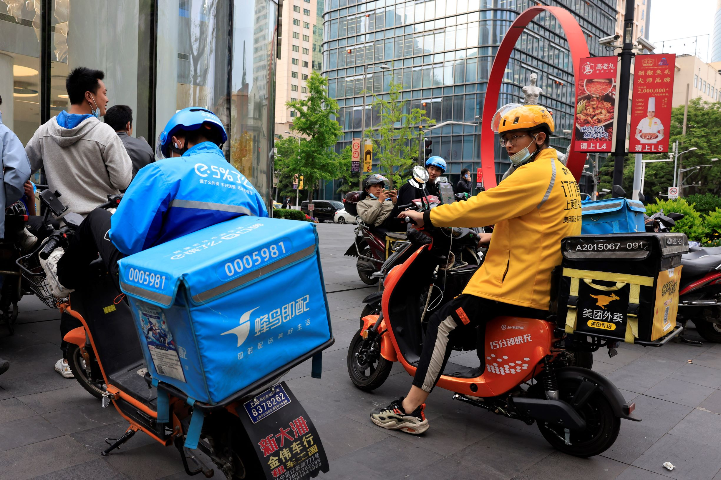 A Meituan delivery man