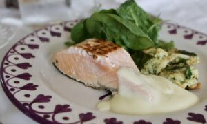 Pan-Seared Salmon With Faux Hollandaise