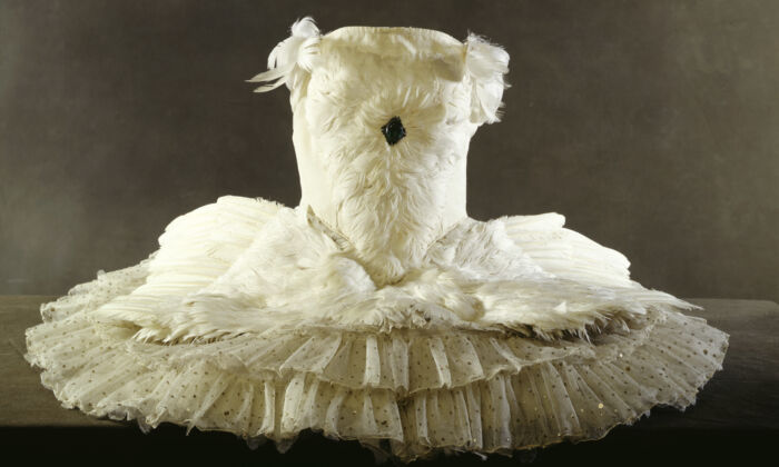 Anna Pavlova's ballet dress, 20th century.A dancer who worked with Pavlova recalled how she would have the swan tutu remade by her wardrobe mistress, Madame Manya, before each new run of performances. (Museum of London)