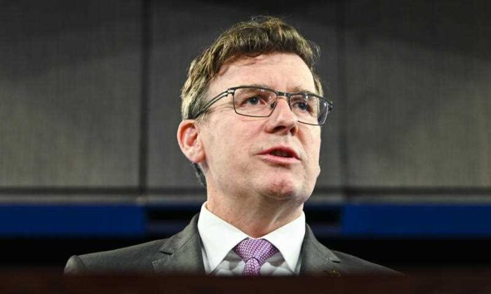 Alan Tudge addresses the National Press Club in Canberra, Aug. 28, 2020. (AAP Image/Lukas Coch)