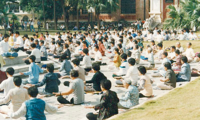Falun Gong practitioners meditating in public in Guangzhou in 1998, before the Communist Party banned the spiritual group in 1999. Such sessions remain forbidden. Image credit: Minghui.org
