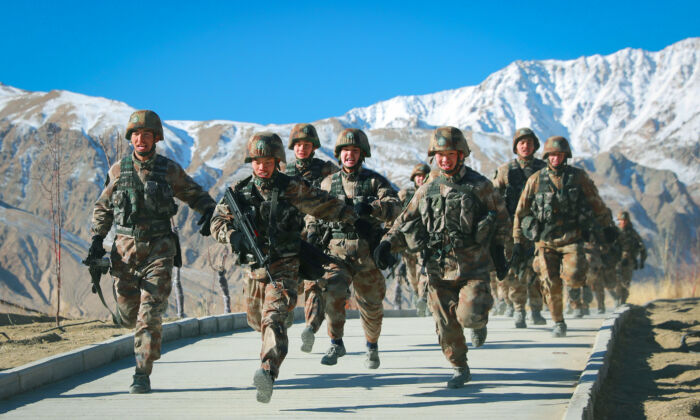 Chinese People's Liberation Army (PLA) soldiers taking part in military training at Pamir Mountains in Kashgar, northwestern China's Xinjiang region, on Jan. 4, 2021. (STR/AFP via Getty Images)