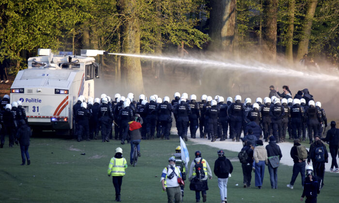 Police Belgium anti-lockdown protest water cannon