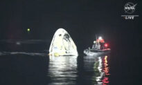SpaceX Returns 4 Astronauts to Earth; Rare Night Splashdown