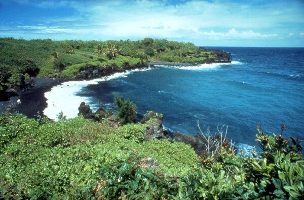 black sand beaches hawaii