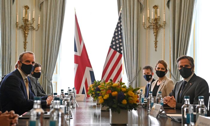 Britain's Foreign Secretary Dominic Raab (L) and U.S. Secretary of State Antony Blinken pose for a photo ahead of their bilateral meeting in London, Britain, on May 3, 2021. (Ben Stansall/Pool via Reuters)