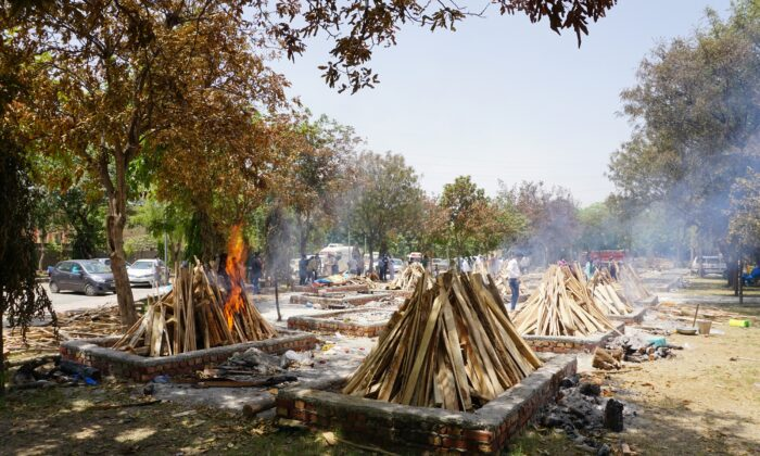 Pyre of 45-year-old Sher Pal Singh, a gazette officer with India's National Information Center catches fire at the Sarai Kale Khan crematorium on May 4, 2021. Singh, a ftehr of two daughters and one son passed away at the hospital one week after testing positive. (Venus Upadhayaya/Epoch Times)