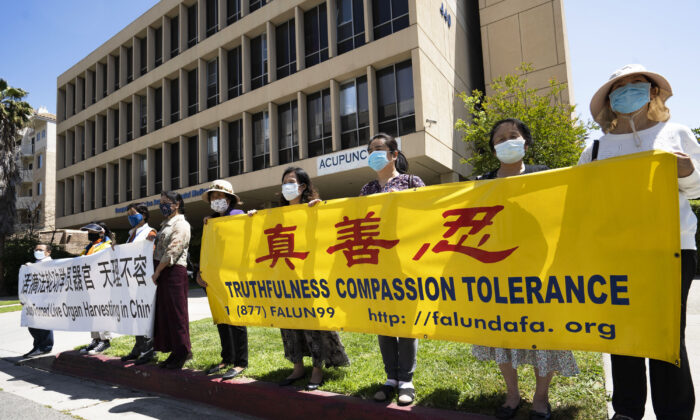 Falun Gong practitioners hold banners at a rally calling for the halt to a slanderous media campaign in Hong Kong, in front of the Chinese consulate in Los Angeles on May 3, 2021. (Debora Cheng/The Epoch Times)