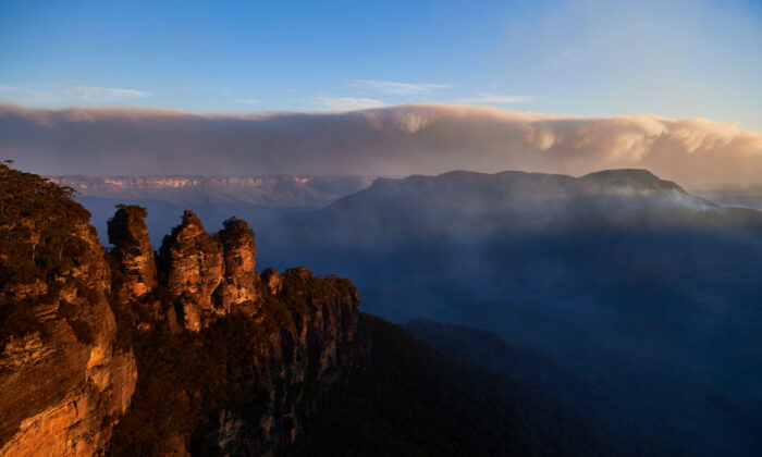 The Three Sisters are pictured as smoke from scattered bushfires covers the horizon on Dec. 4, 2019, in Katoomba, Australia.  (Brett Hemmings/Getty Images)