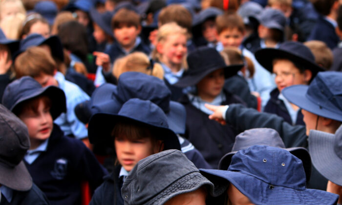 Students gather at Bowral Public School in Bowral, NSW, Wednesday, Aug. 27, 2008. (AAP Image/Jenny Evans)