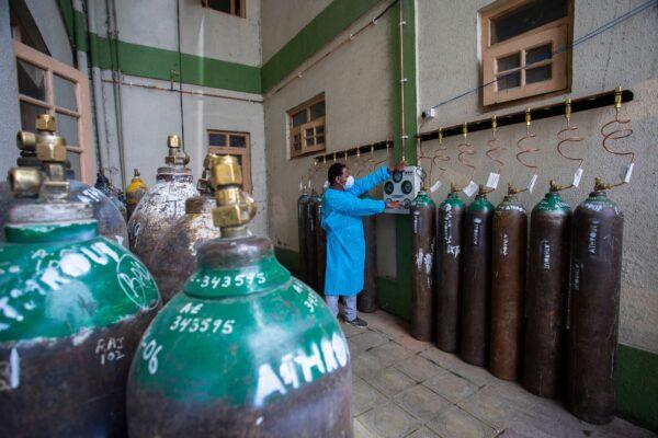 empty-oxygen-cylinders