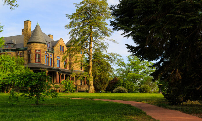 The Maymont Mansion, a historic house museum. (Carol Bell/Shutterstock)