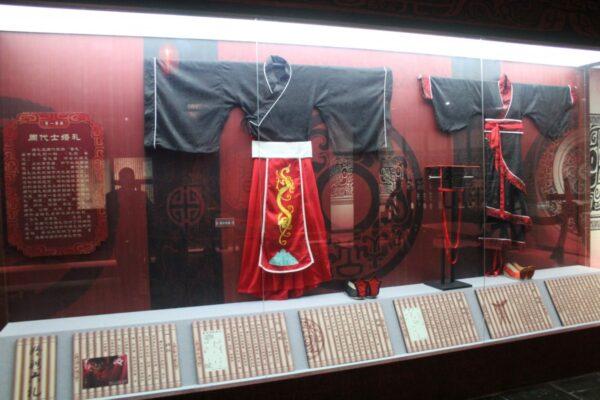 Zhou Dynasty wedding attire