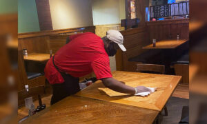 Homeless Man Asks Texas Steakhouse Owner for Job Busing, She Gives Him 'A Whole New Start'