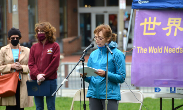 Terri Morse spoke at a rally to celebrate World Falun Dafa Day at Independence National Historical Park in Philadelphia, Pa., on May 8, 2021. (Frank Liang/The Epoch Times)