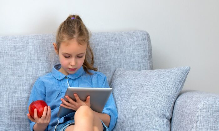 Extended periods of time spent focused on short distances contribute to myopia increases. (M-Production/Shutterstock)