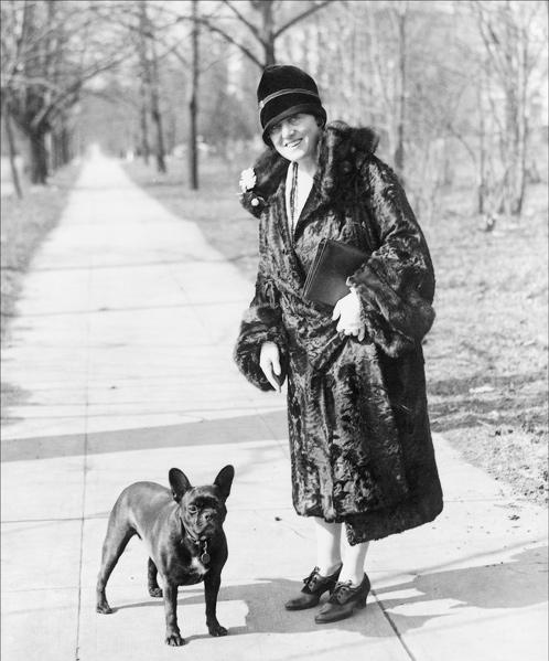 Mary Roberts Rinehart in 1922 with her dog.