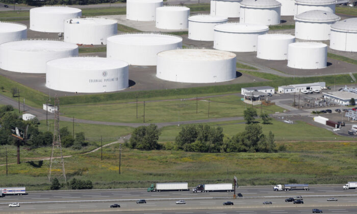 Traffic on I-95 passes oil storage tanks owned by the Colonial Pipeline Company in Linden, N.J., in a file photograph. (Mark Lennihan/AP Photo)