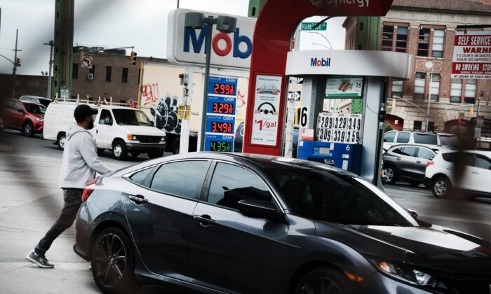 As gas prices continue to rise, people fill-up at a gas station in Brooklyn, New York City, on May 3, 2021. (Spencer Platt/Getty Images)