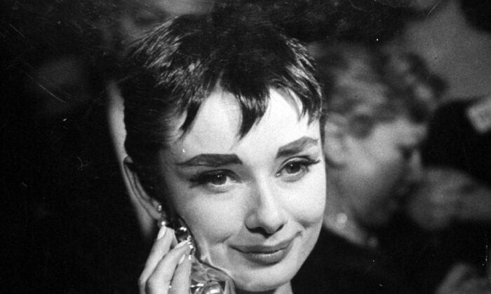 """Audrey Hepburn with her 1954 Oscar for Best Actress in """"Roman Holiday."""" (Public Domain)"""