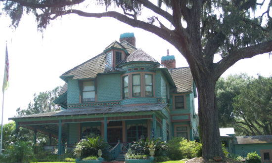 Crescent City, Florida: Small Town Charm With Historic Houses Galore