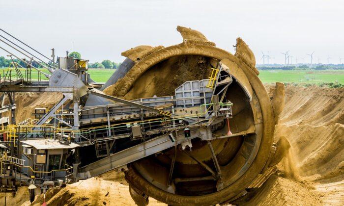 A bucket wheel excavator in an open-pit mine. (Darkmoon_Art via Pixabay)