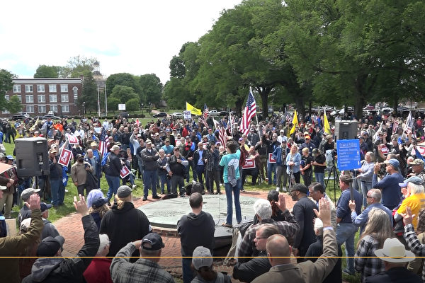 More than 1,000 people gathered at a gun rights rally on the Legislative Mall in Dover, Delaware, on May 8, 2021. (Screenshot/NTD)
