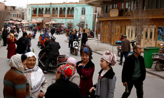 People mingle in the old town of Kashgar, Xinjiang Uighur Autonomous Region, China, on March 22, 2017. (Thomas Peter/File Photo/Reuters)
