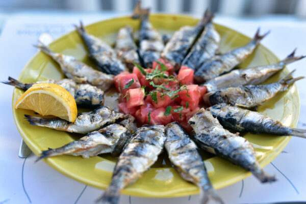 Greek,Cuisine,,Plate,Of,Grilled,Sardines,Served,With,Tomato,,Onion