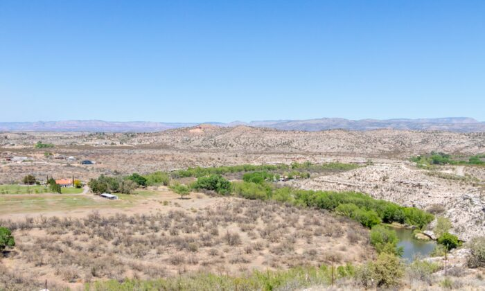 Arizona's 200-square-mile Verde Valley. (Dennis Lennox)
