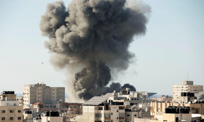 Smoke rises during an Israeli air strike in Gaza City, on May 14, 2021. (Suhaib Salem/Reuters)