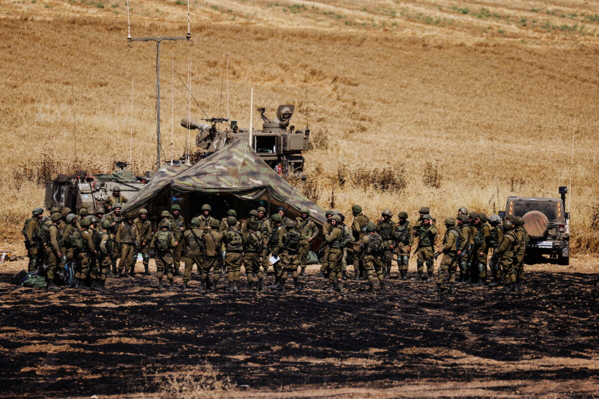 Israeli soldiers of an artillery unit